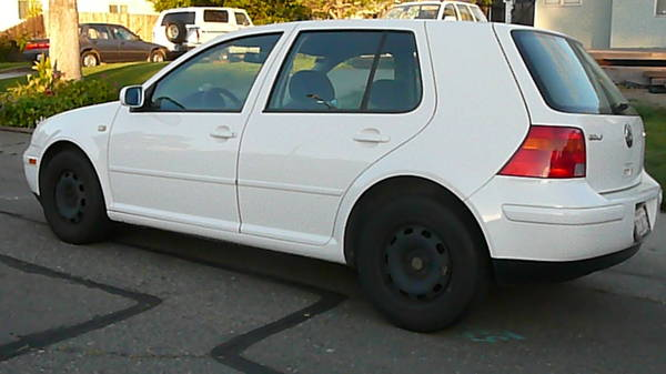 2000 Golf - rear quarter shot, damage to rear wheel arch not visible