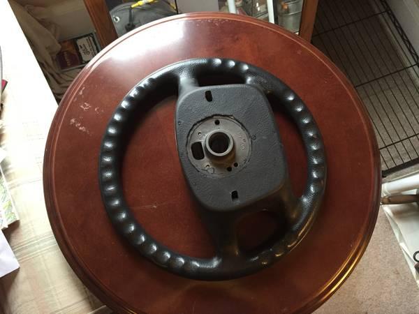 Four spoke wheel back