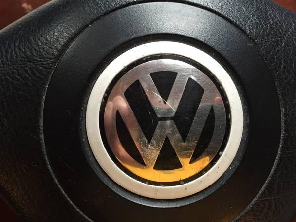 Three spoke wheel 1 emblem